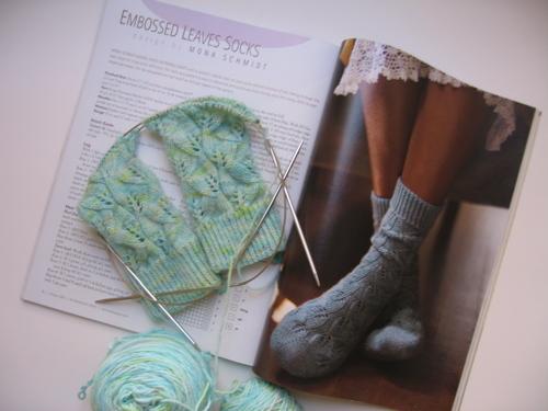 Embossed_leaves_socks_2006_2